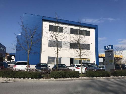 /DOBRA PRILOŽNOST - A 18 - naložbena nepremičnina v Šenčurju - PRODAJA