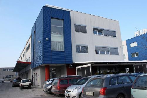 /A 35 - Pisarniški prostori v 2. nadstropju 22,80m2 - oddaja